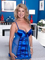 50 Plus MILFs - Welcome The New Hot Mama - Laura Layne (45 Photos)