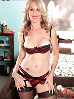 50 Plus MILFs - MILF, divorcee and proud owner of our longest nipples ever - Jenna Covelli (62 Photos)